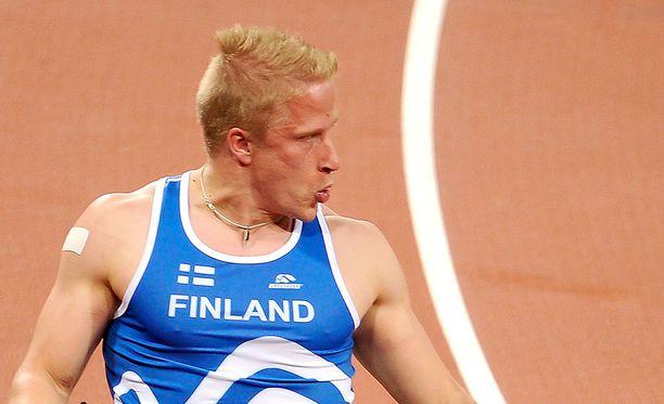 Leo-Pekka Tähti kohtasi kiusaajan koulumaailmassa.