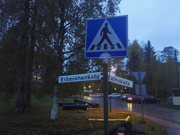 Asukkaat kuvailivat Erämiehenkatua vaaralliseksi, koska se on vilkkaasti liikennöity.