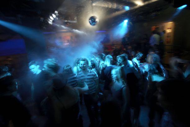 Epäilty rikos tapahtui osoitteessa Kaivokatu 12 sijaitsevan yökerhon tanssilattialla aamukolmen aikoihin 23.6. Kuvituskuva.