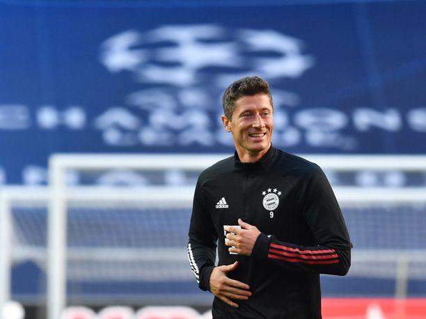 Bayern Münchenin Robert Lewandowski johtaa Mestarien liigan maalipörssiä.