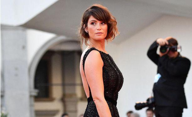 Muun muassa Bond-tyttöä näytellyt Gemma Arterton menetti isoäitinsä traagisella tavalla. Kuvassa Arterton Venetsian elokuvajuhlilla syyskuussa 2016.