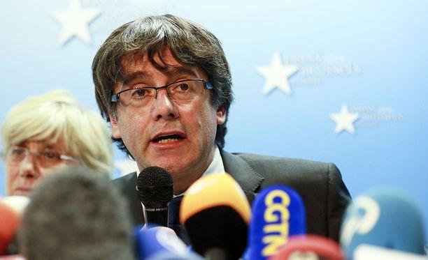 Katalonian aluehallinnon johtajan paikalta erotettu Carles Puigdemont on kehottanut separatistia puolueita yhdistämään voimansa joulukuun aluevaaleissa.