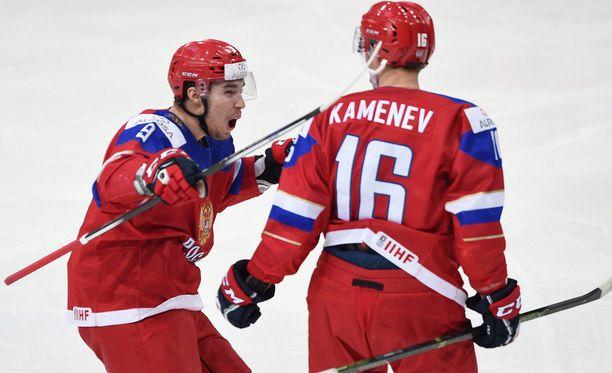Vladislav Kamenev laukoi Venäjän avausmaalin ensimmäisessä erässä.