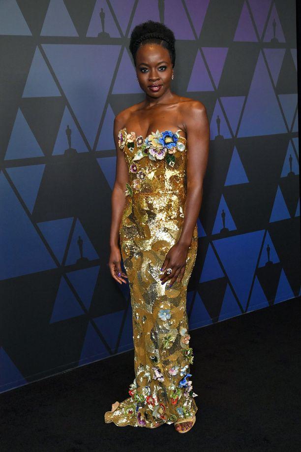 Danai Guriran upea Vivienne Westwoodin mekko on kuin sadusta.