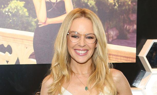 Kylie Minogue on nähty myös silmälasimallina.