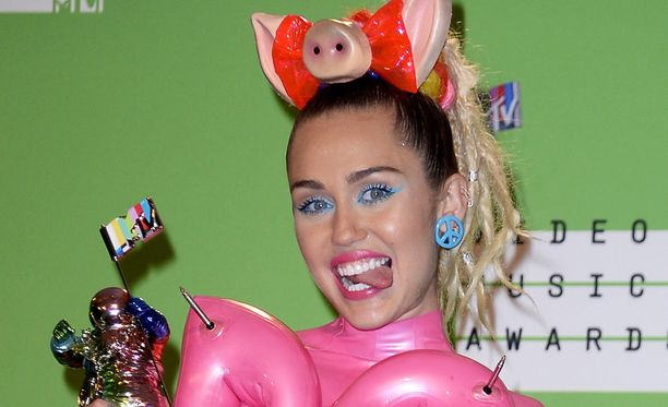 Miley Cyrusin asut ovat yleensä joko paljastavia tai omituisia.
