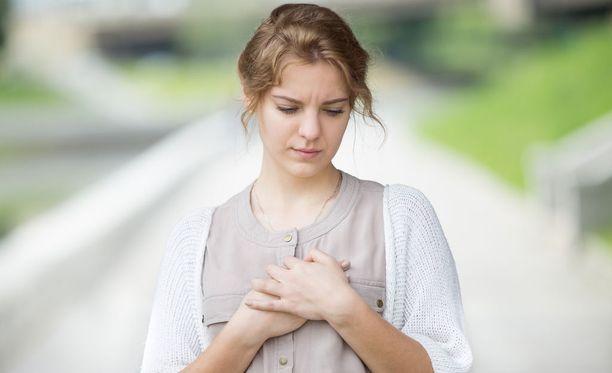 Sydäninfarktin ensi oireet voivat olla hyvin monenlaisia.