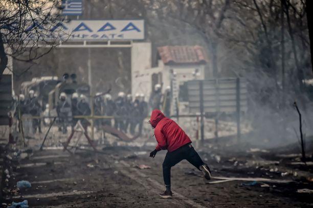 Tilanne kiristyy Kreikan ja Turkin välisellä rajalla. Kuva sunnuntailta.