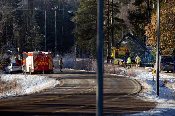 Ulosajo tapahtui mutkassa Dragsfjärdintiellä, lähellä Kirkonkyläntien risteystä.