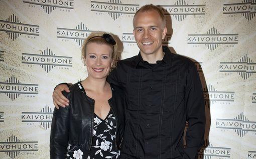 Näin Kirsi Alm-Siiran ja Kallen miltei 20 vuotta kestänyt rakkaustarina eteni – kipinä syttyi työpaikalla