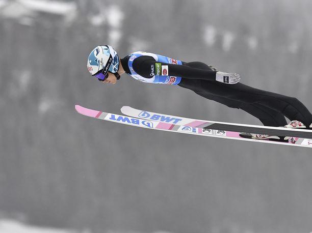 Antti Aalto sijoittui mäkiviikon ensimmäisessä, Oberstdorfissa hypätyssä osakilpailussa 22:nneksi. Tiistaina hän on ainoana suomalaisena mukana Garmisch-Partenkirchenin uudenvuodenpäivän kilpailussa.