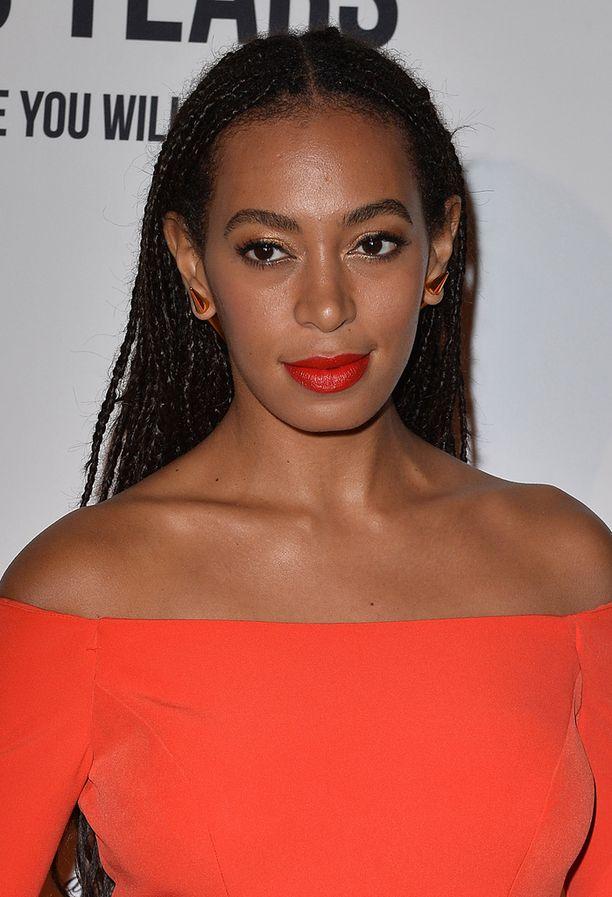 Beyonce tunnetaan upeista kulmistaan – mutta pikkusisko Solangen kulmat ovat vähintään yhtä upeat ja astetta luonnollisemman näköiset.