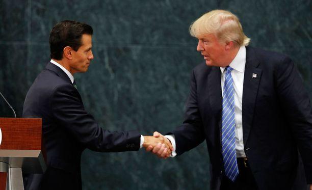 Meksikon presidentti Enrique Peña Nieton tapasi republikaanien presidenttiehdokas Donald Trumpin keskiviikkona Meksikossa.