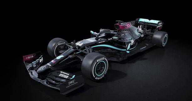 Mercedes pisti värityksensä uusiksi. Radalla muutosta edellisvuosiin tuskin tapahtuu.