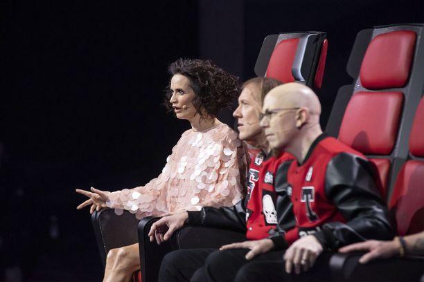 Tänään lavalla kuullaan Sipen ja Tonin joukkueen laulajia, joiden kohtalosta tähtivalmentajien on päätettävä. Kaappausmahdollisuutta ei enää ole.
