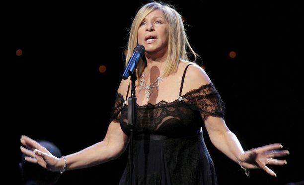 Barbra Streisand rakastaa koiria yli kaiken. Ehkä jopa liikaa.