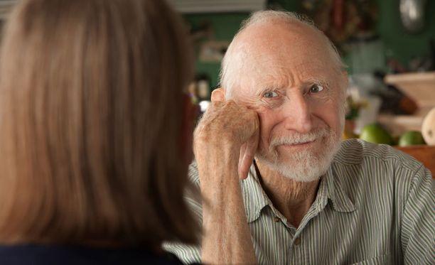 Alipainoisella keski-ikäisellä voi olla muita suurempi todennäköisyys sairastua dementiaan myöhemmin.