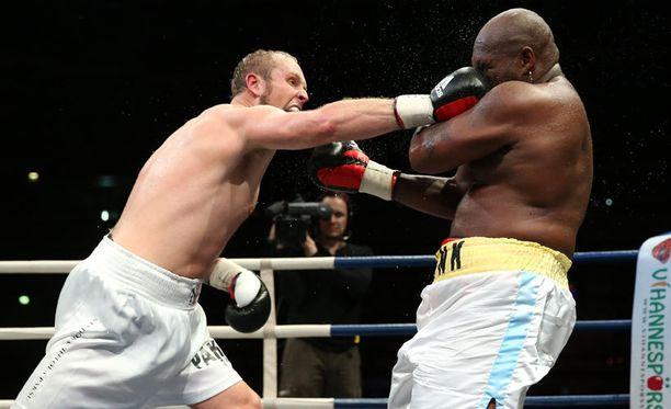 Robert Helenius palaa kehään. Marraskuussa 2012 Helenius otteli Sherman Williamsia vastaan.
