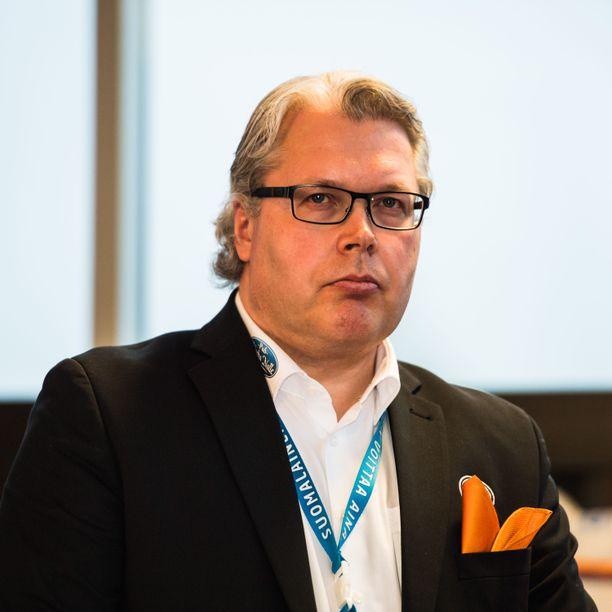 HPK:n urheilujohtaja Mika Toivola kertoo, millä tavalla koronaviruspandemia on vaikuttanut SM-liigan pelaajamarkkinoihin.