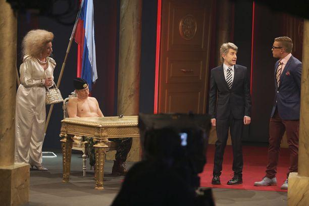 Ketosen näyttelemä Putin keskusteli sketsissä Suomen päämiesten kera.
