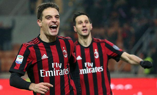 Kaksi maalia tehnyt Giacomo Bonaventura (vasemmalla) oli AC Milanin sankari voitto-ottelussa Bolognaa vastaan.