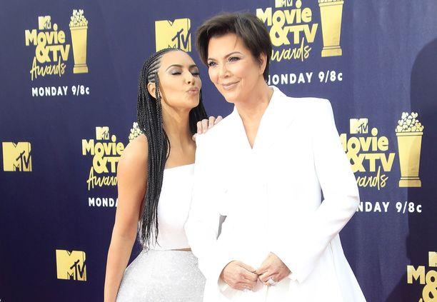 Kim Kardashian ja Kris Jenner MTV Movie and TV Awards -gaalassa.