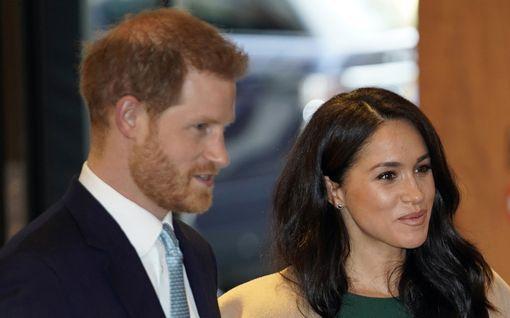 Prinssi Harry ja herttuatar Meghan viettävät joulua salaisessa paikassa Kanadassa – pikku-Archie saa mummon kylään