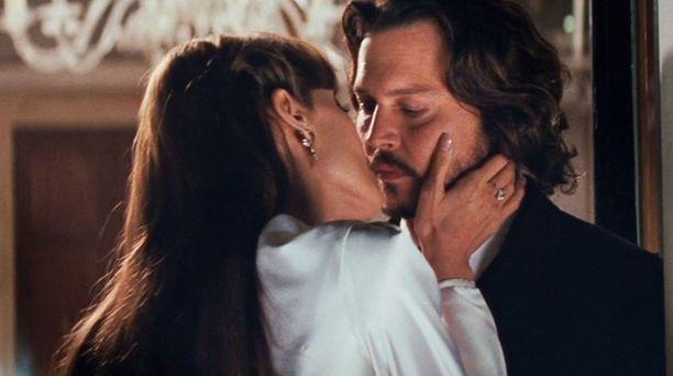 Elokuvan miespääosassa on Johnny Depp.