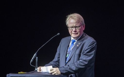 Skandaali Ruotsissa: Puolustusministeri matkusti Suomeen