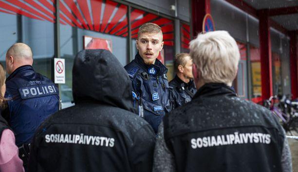 """Ulkomaalaiset lehdet kertovat isosti Kuopion """"miekkahyökkäyksestä""""."""