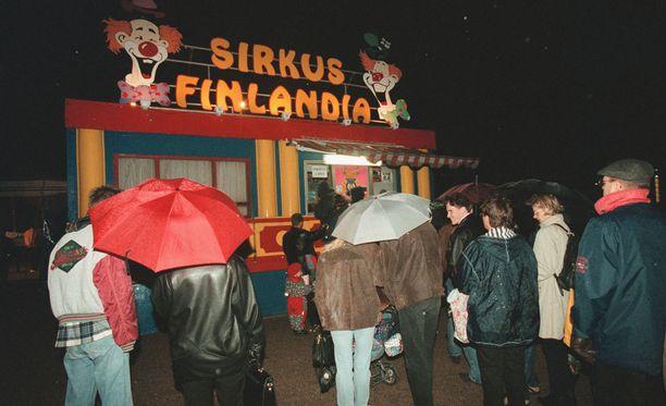 Vapaaliput Sirkus Finlandiaan voittanut Liisa Muhonen ja hänen poikansa joutuivat lähtemään pettyneinä kotiin.