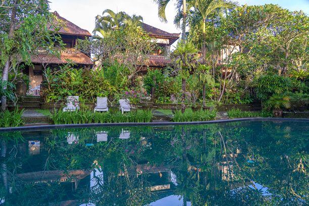 Nuori suomalaisturisti hukkui hotellin uima-altaaseen Balilla. Kuvituskuva.