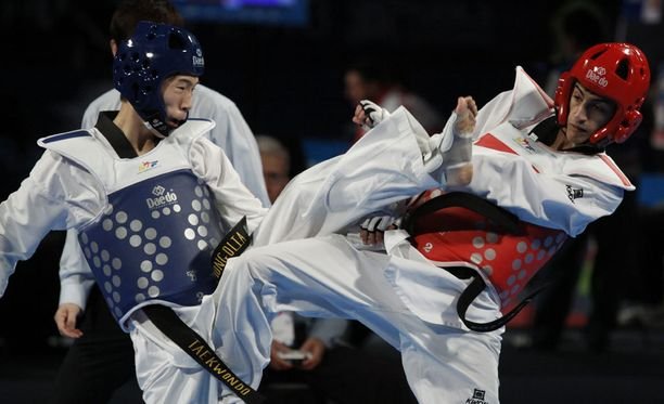 Mourad Laachraoui (oikealla) edustaa Belgiaa taekwondossa. Kuva vuoden 2013 MM-kisoista.