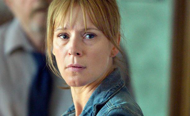 Dicten näyttelijä Iben Hjejle muistetaan myös meilläkin Kyllä nolottaa -nimellä nähdystä Klovn-sarjasta.