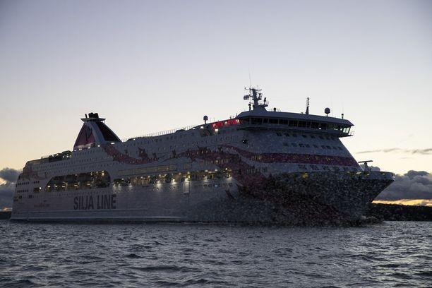 Baltic Princess oli palaamassa Tukholmasta Turkuun, kun hälytys veden varaan joutuneesta ihmisestä annettiin.