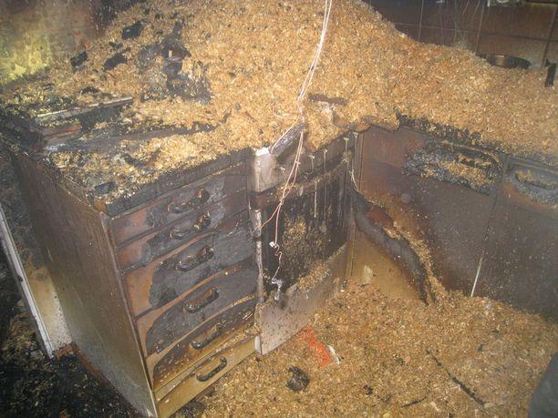 Lapuan tulipalo tuhosi talon sisätilat täysin.