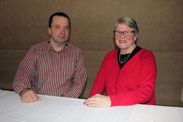 Timo Soisalo ja Malla Ivalo toimivat kuolemaan lähestyvien ihmisten tukihenkilöinä.