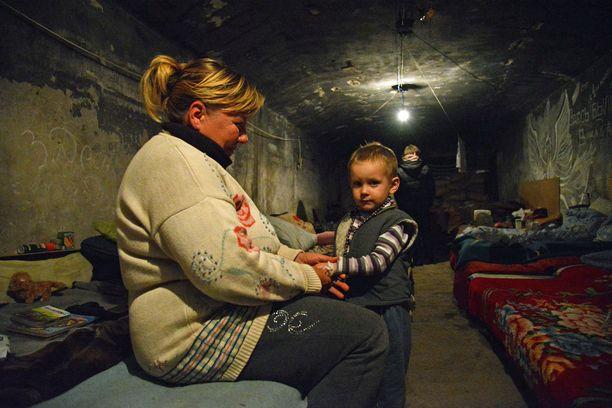 Vuonna 2014 monet siviilit Donetskissa asuivat kuukausia pommisuojissa, kuva yhdestä niistä.