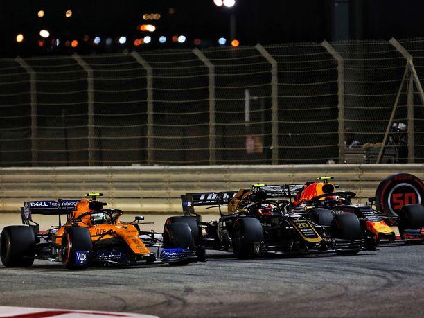 Sakhirin aavikkoradalla nähtiin sunnuntaina ajetussa Bahrainin GP:ssä todella tiukkaa taistelua sijoituksista.