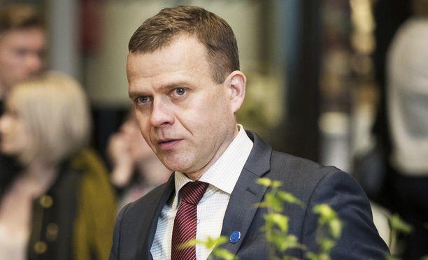 Valtiovarainministeri Petteri Orpo toteaa päivityksessään haluavansa oikaista faktat asiassa, jota koskevat huhut ovat kiertäneet laajalti sosiaalisen median ja valemedioiden kautta.