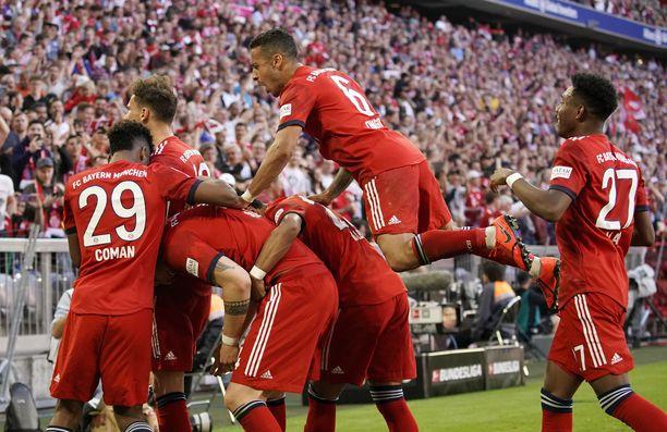 Bayern München juhli 1-0-maalia.