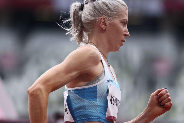 Sara Kuivisto, 29, on nyt Suomen ennätysnainen 800 ja 1 500 metrillä.