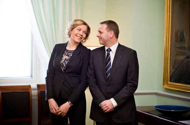 Henna Virkkusta ja Jan Vapaavuorta on arveltu Kataisen seuraajaehdokkaiksi.