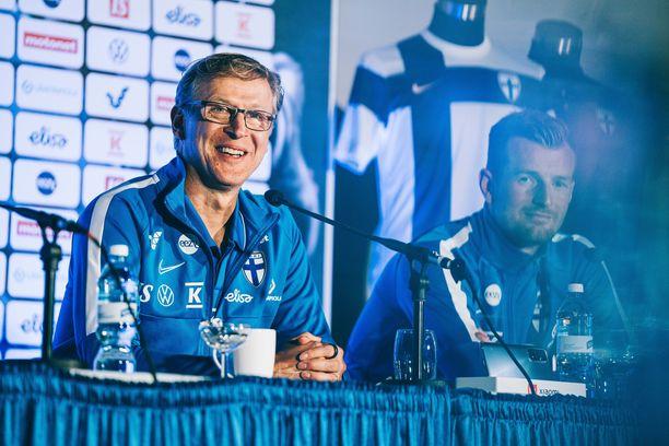 Markku Kanerva pääsi vihdoin kertomaan Huuhkajien historiallisen EM-kisajoukkueen.