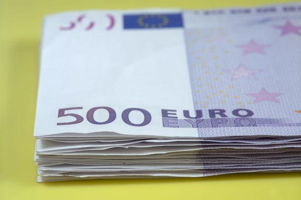 Naisen kavaltama summa huiteli sadoissa tuhansissa euroissa. Kuvituskuva.