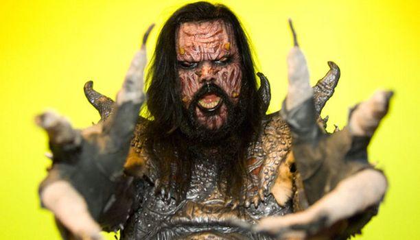 Lordi-elokuva sai alkunsa kyseisen herran haastattelusta, jossa hän pyysi Seliniä ottamaan häneen yhteyttä elokuvaideansa tiimoilta.