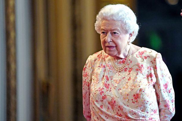 Kuningatar Elisabet majailee kesäisin Balmoralin linnassa Skotlannissa.