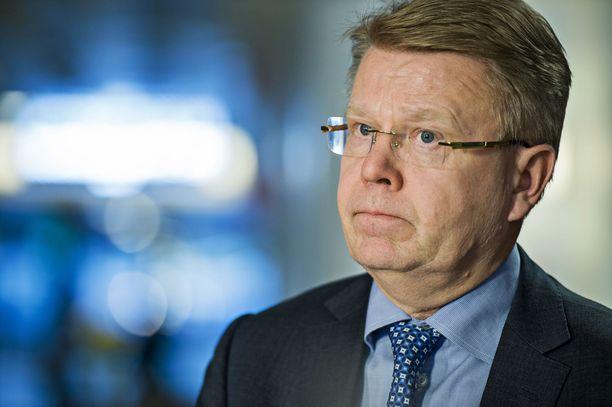 Elinkeinoelämän Keskusliiton Jyri Häkämies vaatii työministeri Tuula Haataiselta toimia Suomen Kotidatan tapauksessa.