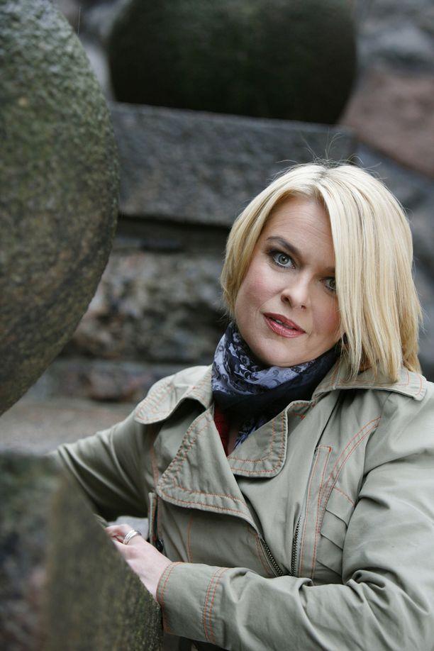 Elina Knihtilä liikuttui kollegansa traagisesta kertomuksesta.