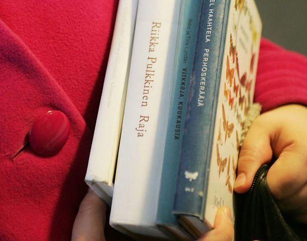Olemassaolevat kirjastot riittävät Espoolle ja Vantaalle.